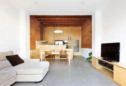 Vallribera Arquitectes: minimal tarz tarz Oturma Odası