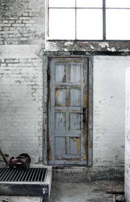 Puertas y ventanas de estilo moderno por Muubs