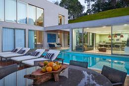 Albercas de estilo clásico por Estela Netto Arquitetura e Design