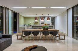 Cocinas de estilo clásico por Estela Netto Arquitetura e Design