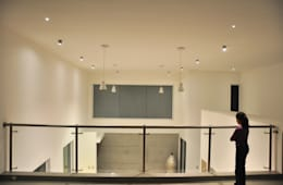 Detalle de doble Altura: Terrazas de estilo  por fc3arquitectura