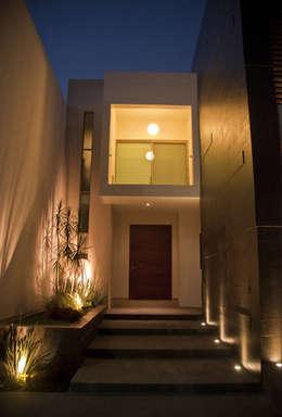 Casas de estilo moderno por fc3arquitectura