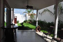 Patio: Jardines de estilo colonial por fc3arquitectura