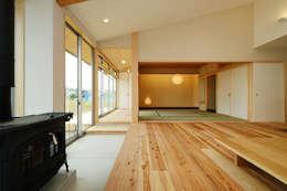 modern Living room by 株式会社kotori
