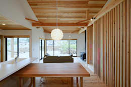 Sala da pranzo in stile in stile Moderno di 株式会社kotori