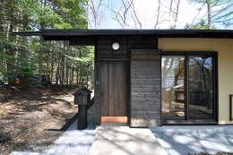 玄関: モリモトアトリエ / morimoto atelierが手掛けた家です。