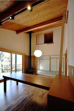 moderne Woonkamer door モリモトアトリエ / morimoto atelier