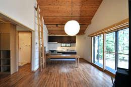 モリモトアトリエ / morimoto atelier: modern tarz Oturma Odası