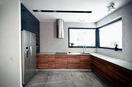 Wnętrze domu w Olszowicach | jaganna.com: styl , w kategorii Kuchnia zaprojektowany przez jaganna