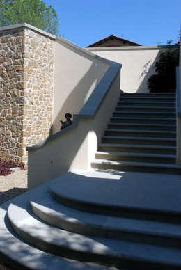 SCALINATA IN PIETRA SERENA: Case in stile in stile Classico di RASPANTI PIETRA SERENA SRL