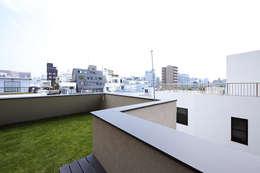 light well house: 株式会社廣田悟建築設計事務所が手掛けたベランダです。