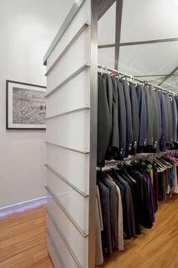 Vestidores y placares de estilo moderno por ODD - Officina D'architettura e Design