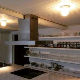Usos: Cocinas de estilo ecléctico por A3 diseño sa