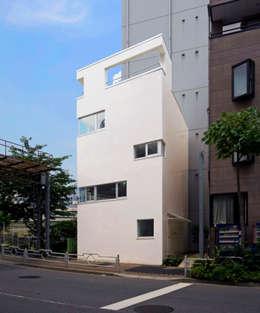 Casas de estilo minimalista por 山本想太郎設計アトリエ