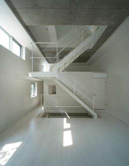 Corridor, hallway by 山本想太郎設計アトリエ