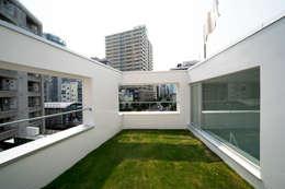 Jardines de estilo minimalista por 山本想太郎設計アトリエ