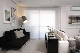 LIVING - Persiana: Salas de estar modernas por Fernanda Moreira - DESIGN DE INTERIORES
