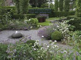 Sfeer in de Tuin : landelijke Tuin door VAN HEES TUINEN