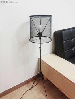 Studio501: endüstriyel tarz tarz Oturma Odası