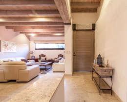 Salas / recibidores de estilo moderno por Loyola Arquitectos