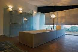 Baños de estilo moderno por Axel Duhart Arquitectos