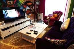Дизайн интерьера кухни-гостиной на Кавалерийской: Гостиная в . Автор – MARIA MELNICOVA студия SIERRA