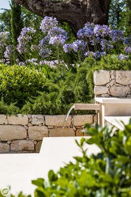 JARDIN - SAINT-TROPEZ: Murs de style  par PASSAGE CITRON
