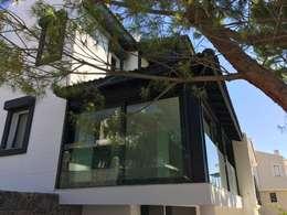 D'arc Tasarım – Boyalık Villa #33: modern tarz Evler