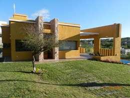 Casas de estilo moderno por ART quitectura + diseño de Interiores. ARQ SCHIAVI VALERIA