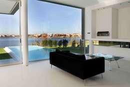 Casa Negra: Livings de estilo moderno por Remy Arquitectos