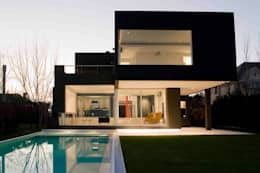 Casa Negra: Casas de estilo moderno por Remy Arquitectos
