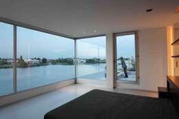 Casa del Cabo: Dormitorios de estilo moderno por Remy Arquitectos