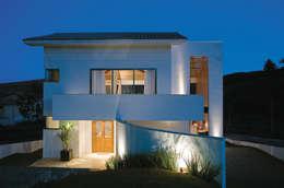 modern Houses by Isabela Canaan Arquitetos e Associados