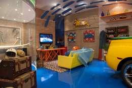 Garage/Rimessa in stile in stile Moderno di RB ARCHDESIGN