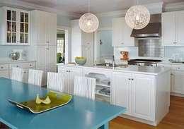 Ideas de decoración para interiores: Cocinas de estilo moderno por HOLACASA