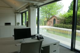 Tiendenschuur Van Mol Schoten:  Ramen door DI-vers architecten - BNA