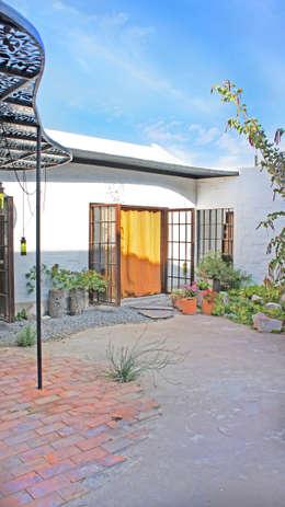 Casa Clemente: Casas de estilo moderno por Juan Carlos Loyo Arquitectura