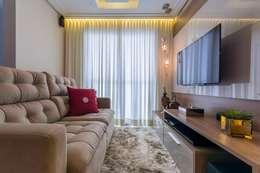 Salones de estilo moderno de Silvana Borzi Design