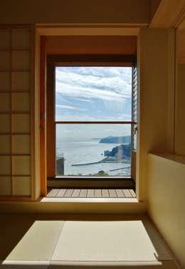 minimalistic Living room by 川口孝男建築設計事務所