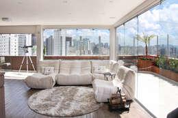 Salas de estar modernas por MAAC. Arquitetura
