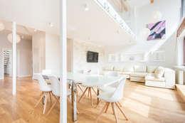 Apartament z widokiem na Wawel : styl , w kategorii Salon zaprojektowany przez Tarna Design Studio