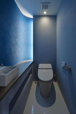 浴室 by Nobuyoshi Hayashi