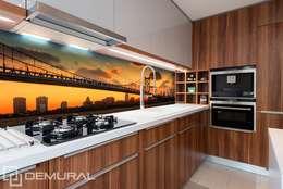 Most na pomarańczowym niebie: styl , w kategorii Kuchnia zaprojektowany przez Demural.pl