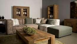 ห้องนั่งเล่น by UrbanSofa