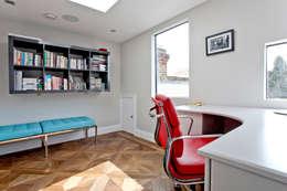 Estudios y oficinas de estilo minimalista por A1 Lofts and Extensions