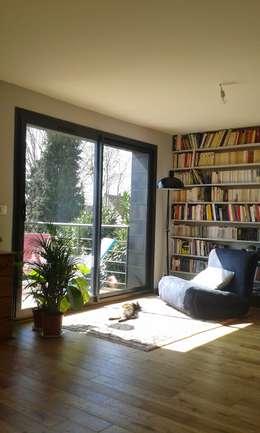 Sur-élévation à Ossature Bois: Salon de style de style Moderne par AADD+