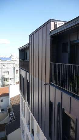 Sur-élevation à ossature Bois - Montreuil: Maisons de style de style Moderne par AADD+