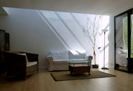 Un Loft à l'Orée du Bois: Salon de style de style Minimaliste par AADD+