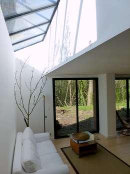 minimalistische Woonkamer door AADD+
