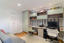 ห้องทำงาน/อ่านหนังสือ by LAM Arquitetura | Interiores